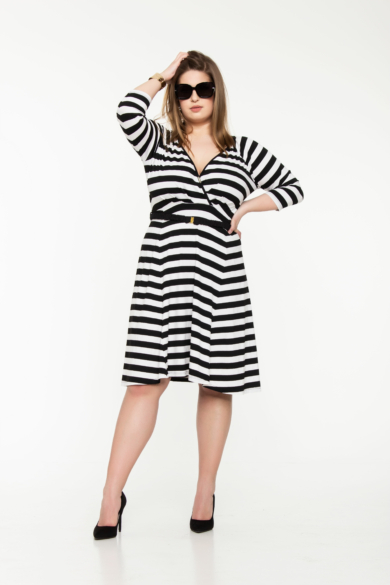 Átlapolt elejű csíkos ruha molett (XL)